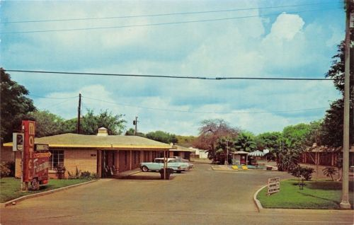 Brownsville #texas~flamingo motel~neon #sign~1950s #cars~postcard,  View more on the LINK: 	http://www.zeppy.io/product/gb/2/291813356324/