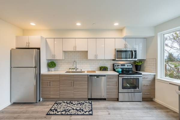*1 BR 538 Sf 3309 Beacon ave 1895 Apartments for rent