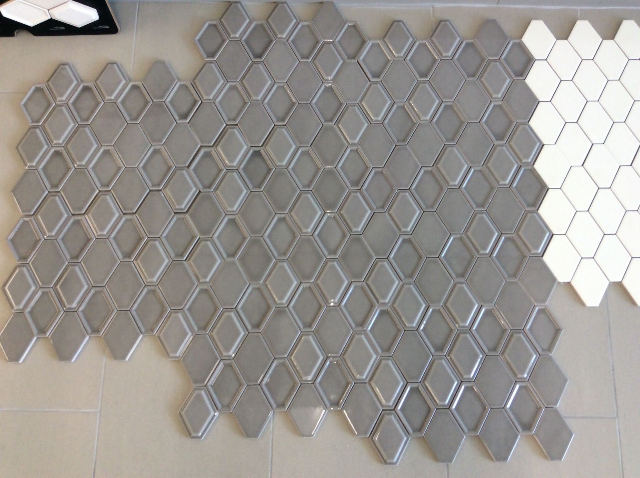 Nova Hex By Bellavita Tile Smoke Pictured Mixed Style Mosaic Flat Bevel In Bevel Out Mixed Mos Kitchen Tiles Backsplash House Design Interior Architecture