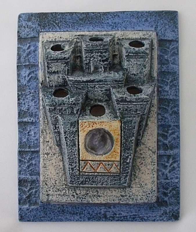 A superb Troika Pottery Wall Plaque / Pocket by Jane Fitzgerald. This piece can be viewed on our website.