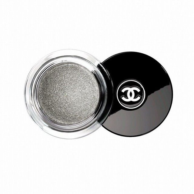Chanel Pearl Whitening. кремовые монотени оттенка серебристого цвета