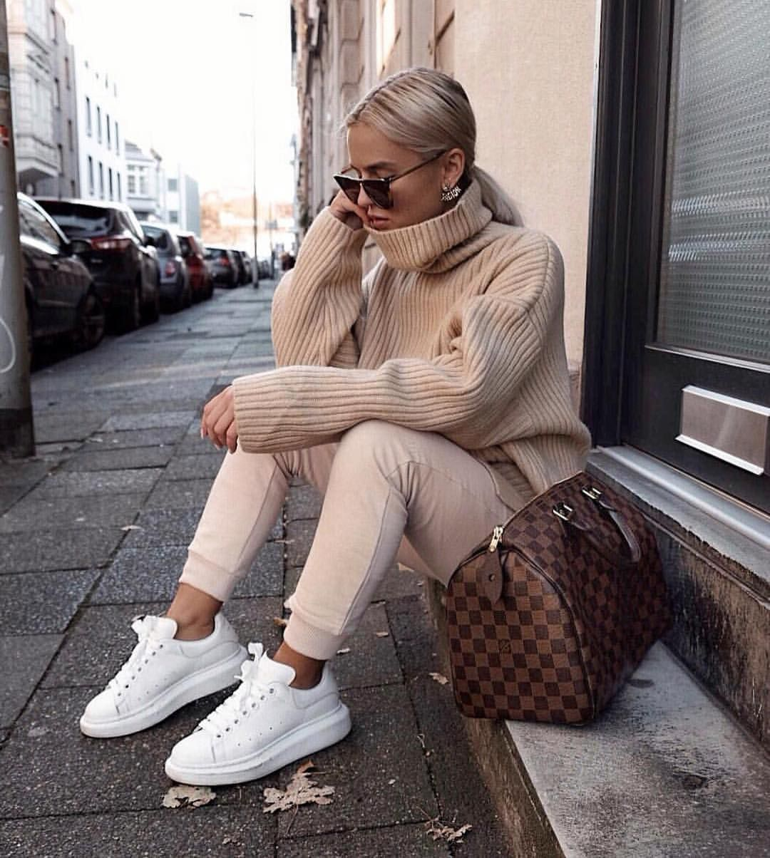 "Photo of Louis Vuitton No.1 Fan Page on Instagram: ""Lovely outfit via @donnaromina  #louisvuitton  #louisvuittoninternational  #speedy30  #louisvuittonspeedy #lv #lvspeedy"""
