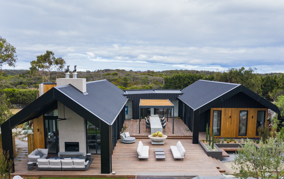 We Recently Partnered With Channel 9 S Love Shack This Season Featured Dee And Darren Jolly S Stunning House Cladding Building A House House Designs Exterior