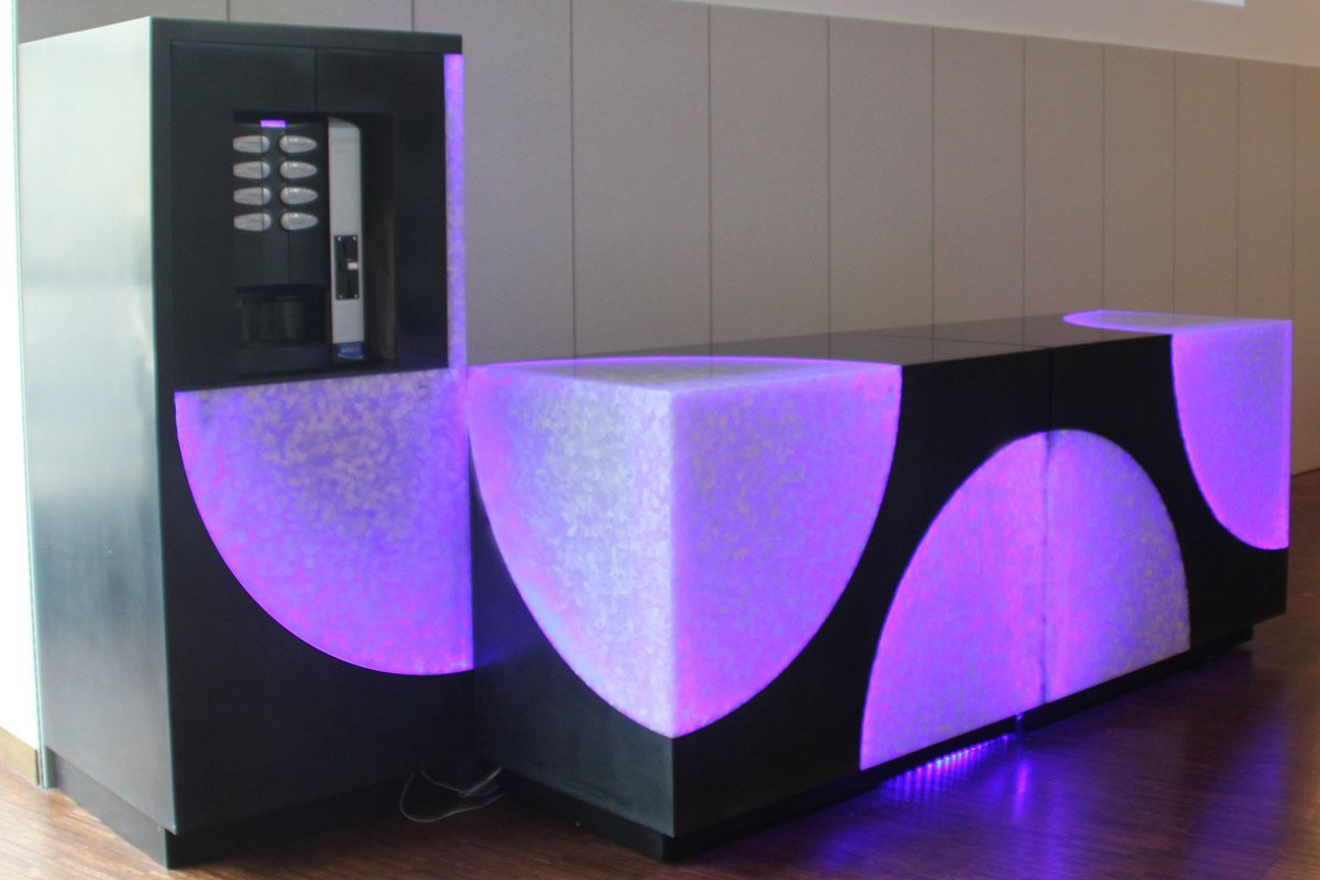 Habillage De Machine A Cafe Realisation De 2 Mini Bars Aisement Deplacables Et Possedant Des Rangements Retroeclairage De Habillage Mobilier Mobilier Design