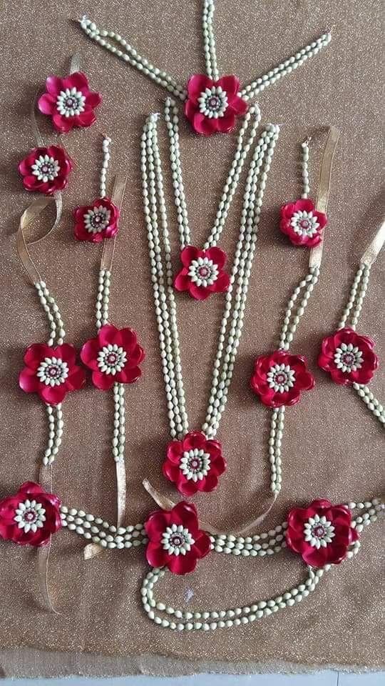 Fresh flower jewellery for brides , nalugu haldi and