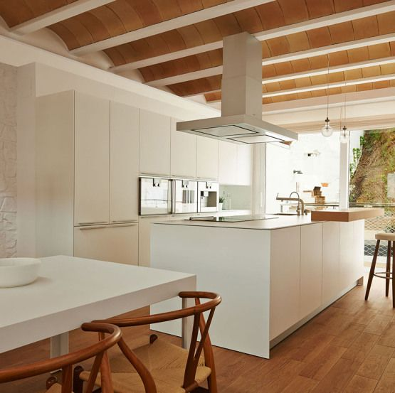 Casa de dise o en blanes girona kitchens interiors and for Casas modernas interiores
