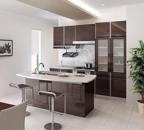 コンパクトなアイランド型キッチン カリフォルニアスタイル