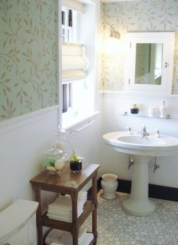 I love the wallpaper and sweetness of this bath.