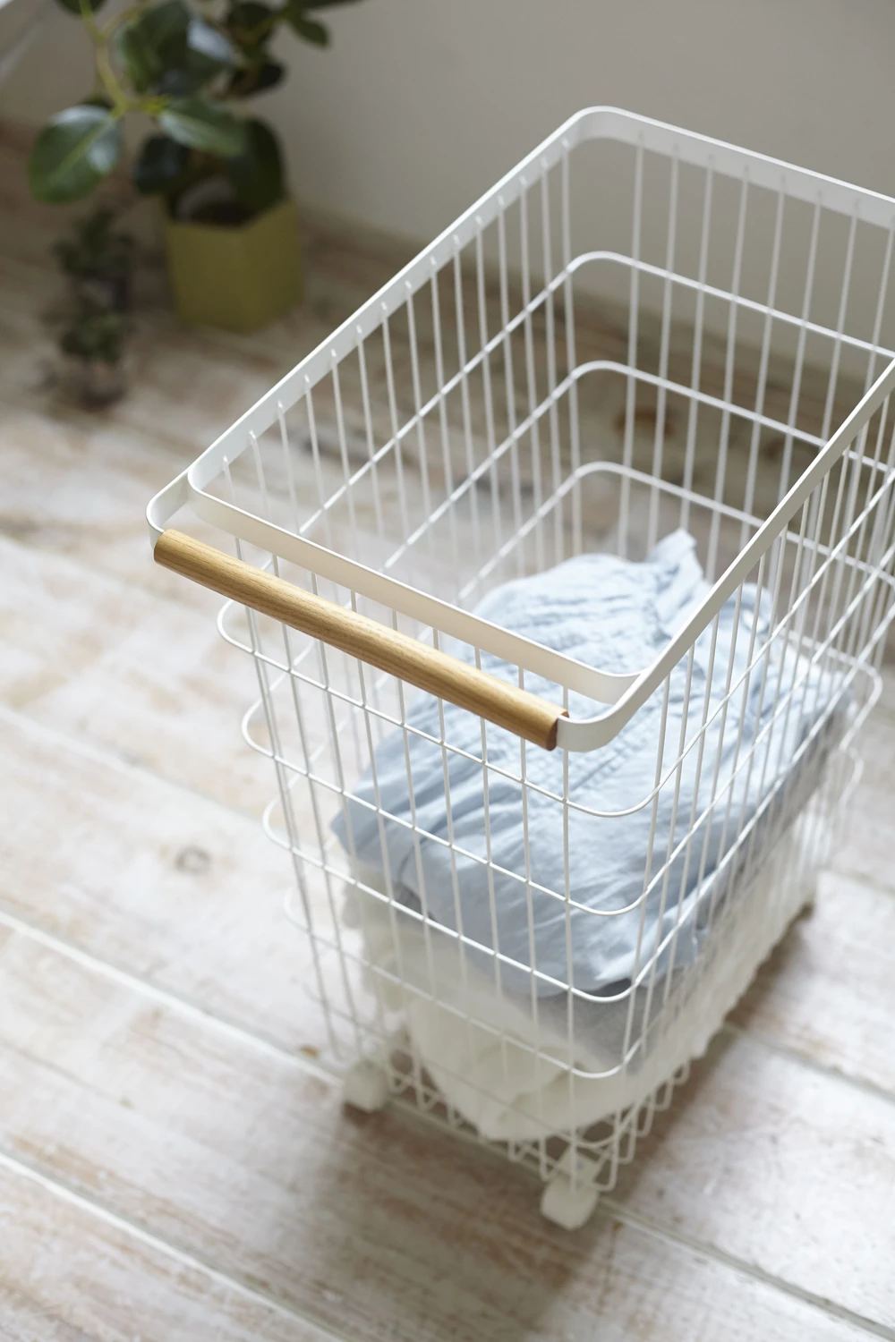 Slim Rolling Laundry Basket In 2020 Rolling Laundry Basket