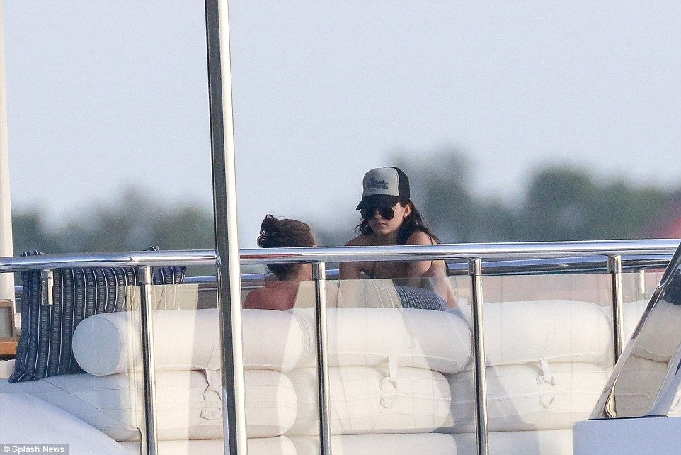 Kendall Jenner and Harry Styles holiday on St Barts yacht