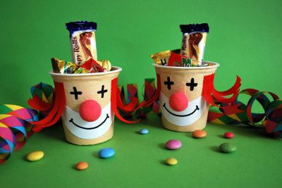 clowns aus joghurtbechern mottoparty zirkus jungle. Black Bedroom Furniture Sets. Home Design Ideas