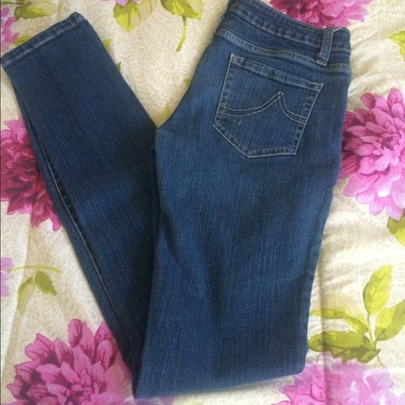 """Forever 21 Jeggings Forever 21 Jeggings in pre-loved condition. Inseam is 31"""". These show signs of wear but, have plenty of life left in them! Bundle for discounts! Thank you for shopping my closet! Forever 21 Jeans"""