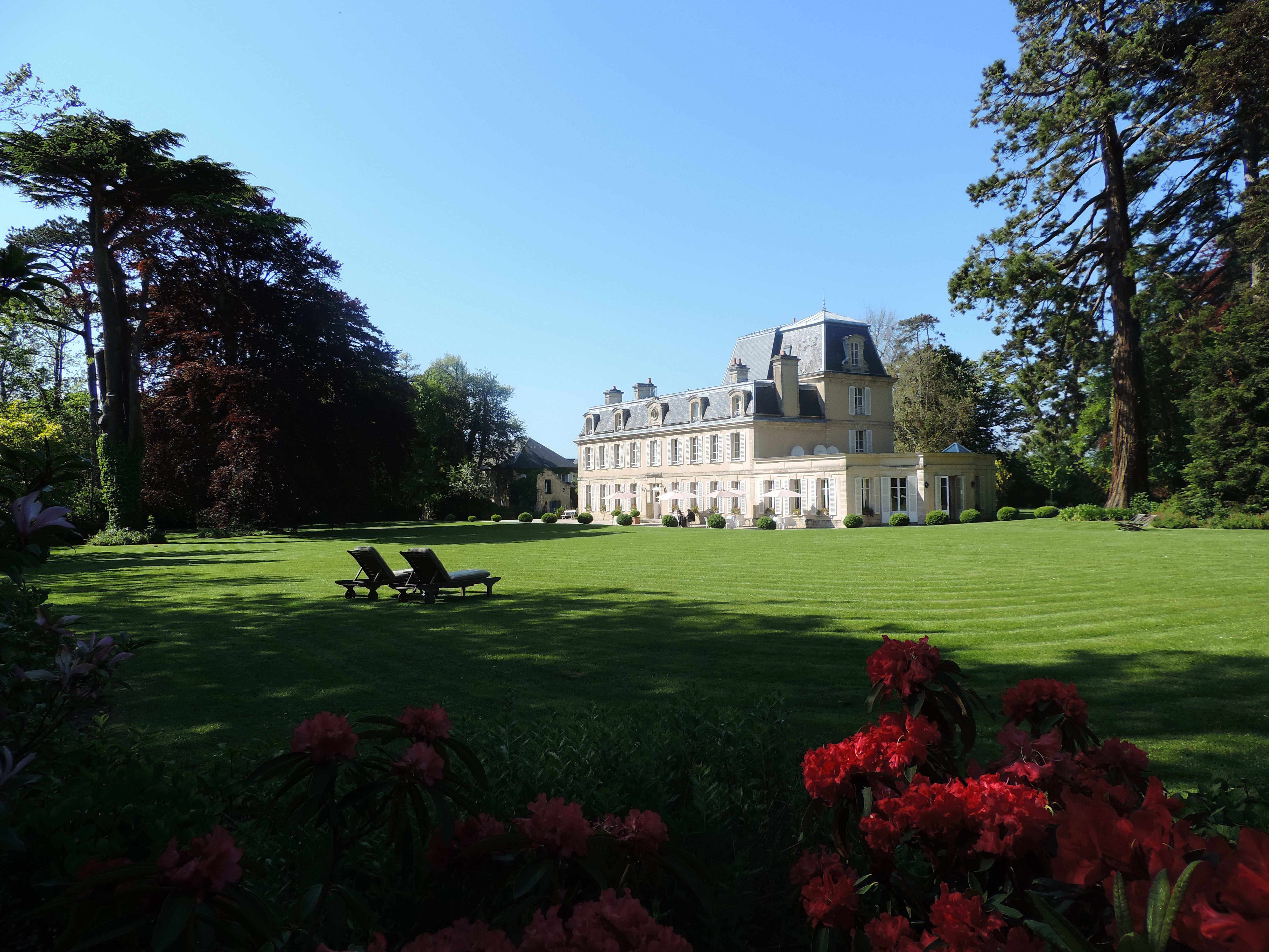 Chateau La Cheneviere in Commes