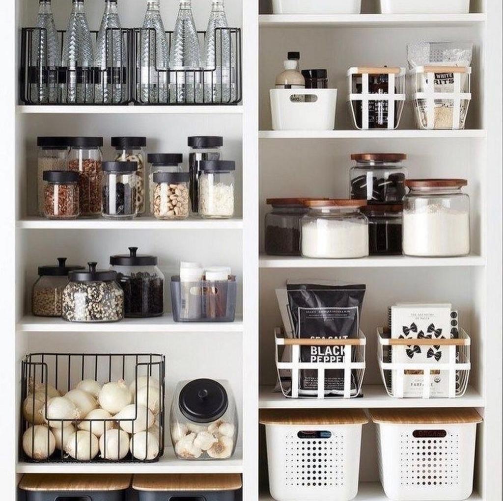 Rangement Cuisine En Noir Et Blanc In 2020 Home Organization Home Organisation Kitchen Organization