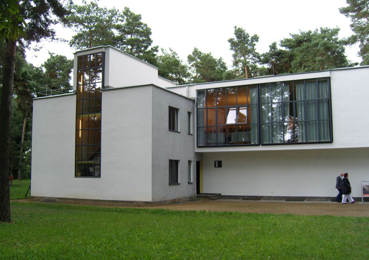 Ch 24 the Bauhaus: Masters house by Walter Gropius