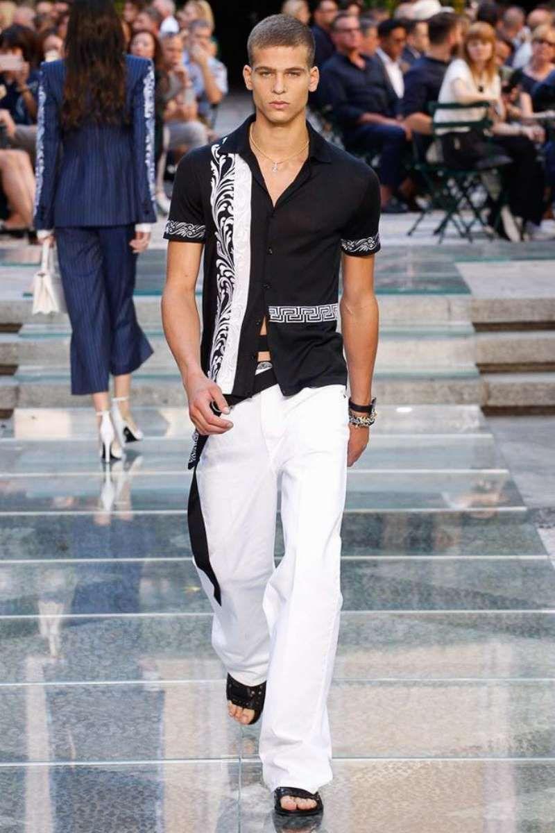 0732f1012 Versace Spring-Summer 2018 - Milan Fashion Week | Milan 2018 fashion ...