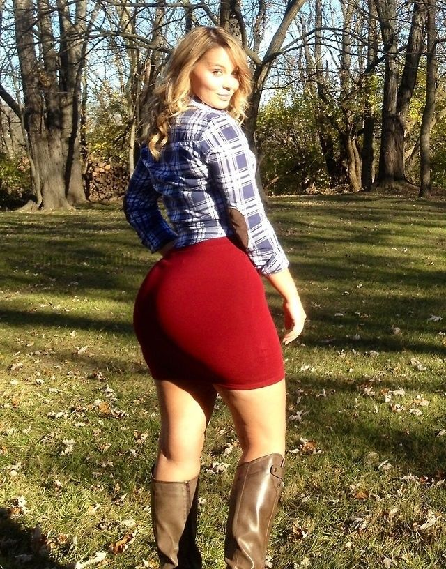 Sexy voluptuous girls in skirts pics — 15