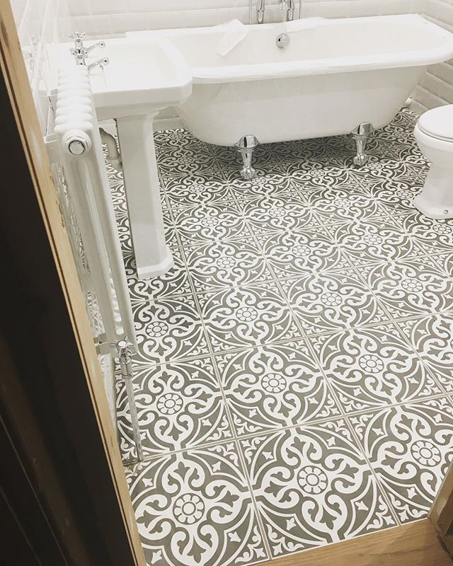 stone floor tiles bathroom. our devon stone floor tiles make a wonderful feature of any hallway or bathroom use the black base tile as border to create focal point