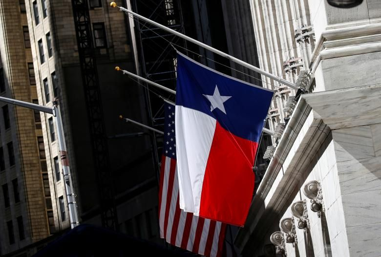 The Texas State Flag Flag Flys At Half Mast Outside The New York Stock Exchange May 21 2018 Reuters Brendan Santa Fe High School School Shootings Half Mast