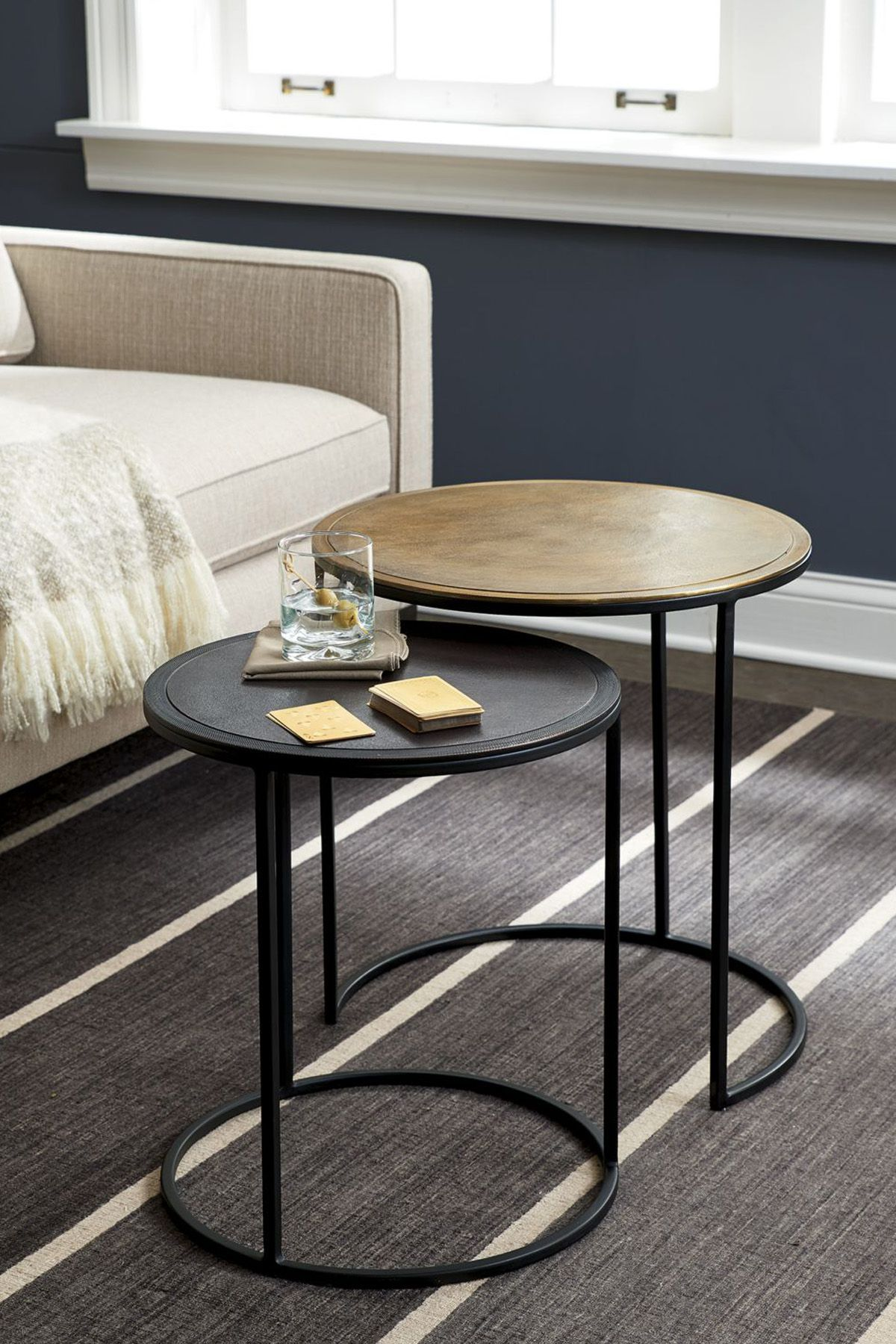 Knurl nesting accent tables
