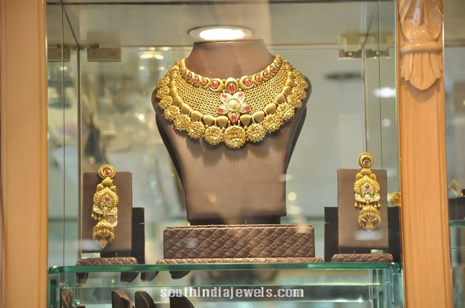 Gold Choker Necklace Set From PC Jeweller | Choker necklaces ...