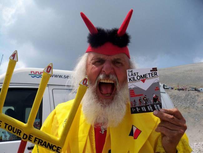 """""""El Diablo"""" Didi Senft is proud of his film!! #tourdefrance #ciclismo #carmagnola"""