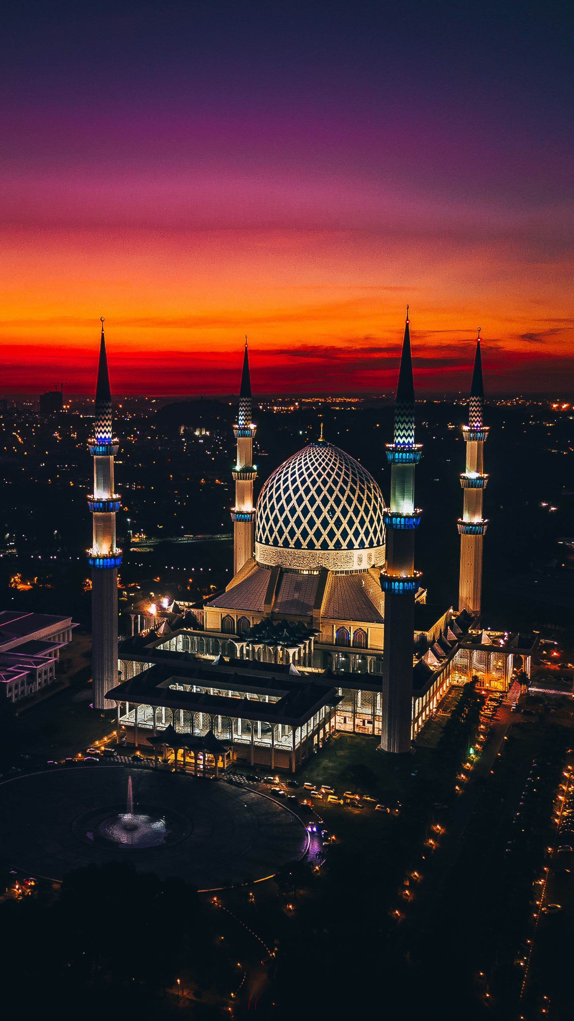 Photo By Izuddin Helmi Adnan On Unsplash You Are In The Right Place About Islamic Architecture Old H Mosque Architecture Beautiful Mosques Mecca Wallpaper