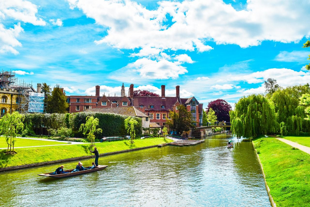9 Great Places To Visit Near London Places To Visit England Visit London