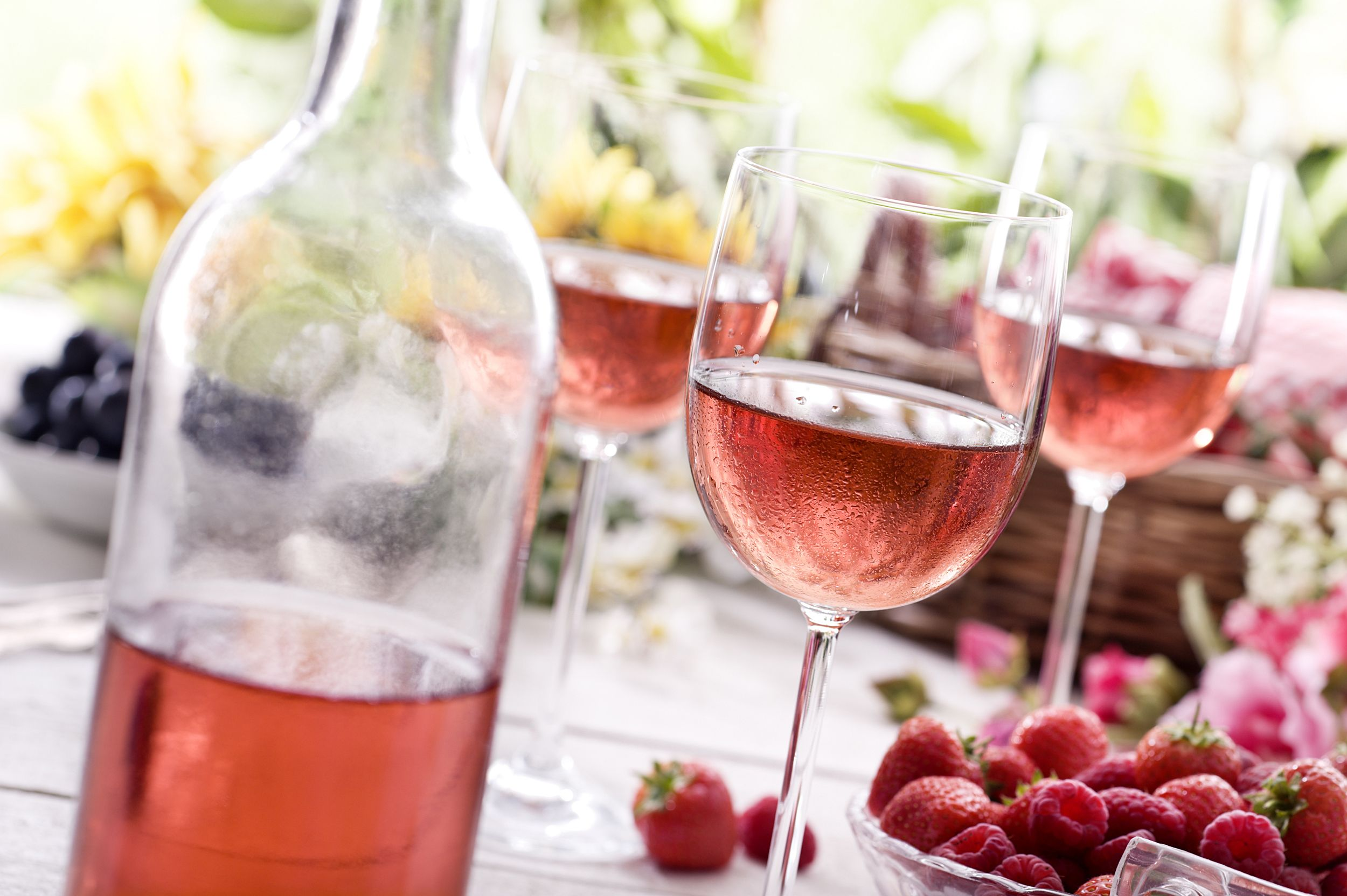 How To Chill A Bottle Of Wine In Just Minutes Seriously Nbc News Best Rose Wine Wine Flavors Aperol Spritz