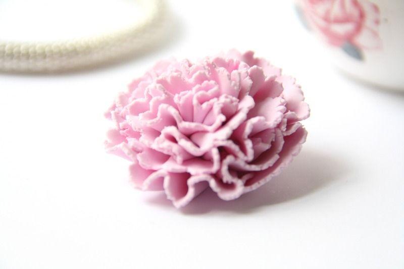 Broche roze anjer van Claycieus op DaWanda.com