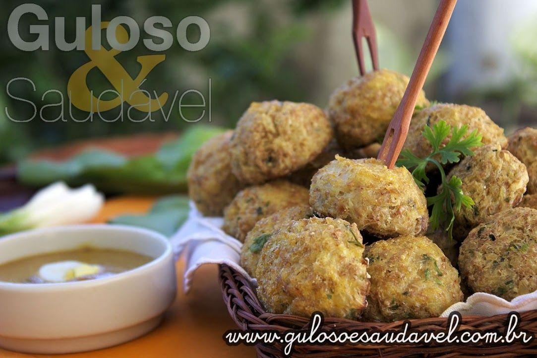 Esta é a dica de aperitivo para um #jantarzinho! Faça Bolinhos de Bacalhau com Couve-flor são super saborosos, leves e hiper saudáveis!  #Receita aqui: http://www.gulosoesaudavel.com.br/2014/05/09/bolinhos-bacalhau-couve-flor/