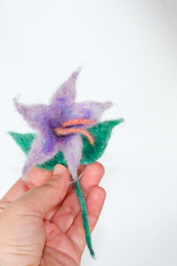 Needle-felted brooch Flower. Gift for her. by musterandlonter
