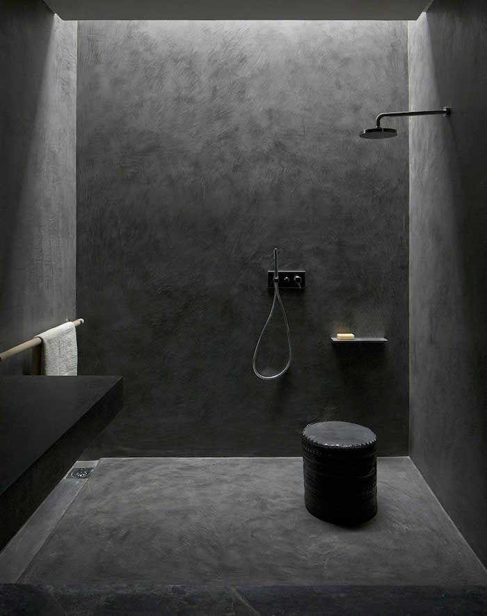 Salle de bain en béton ciré - brut de paume | Salle de bain en béton, Salle de bain et Carrelage ...