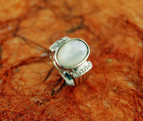 Ring with Center Mother Of Pearl 100 Sterling by Silvershowroom