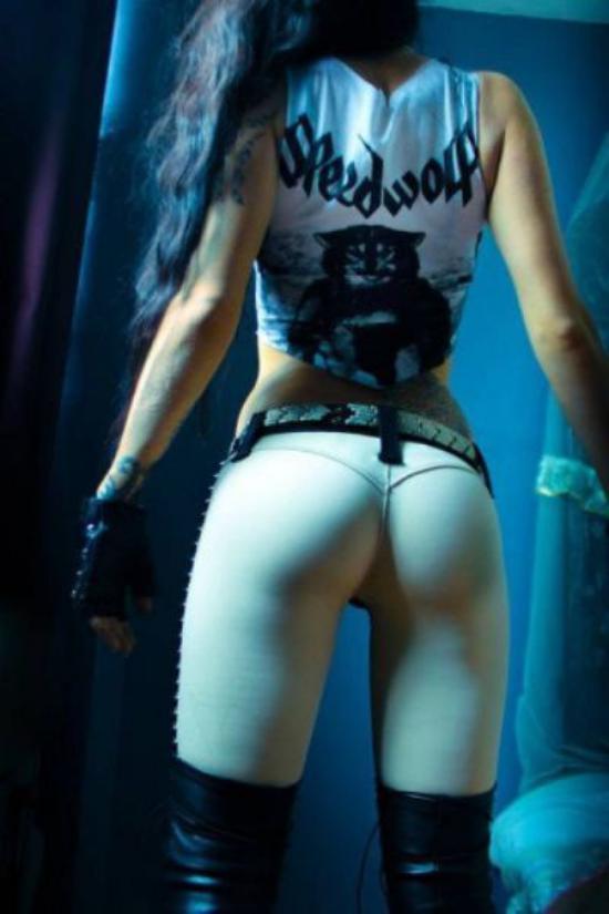 Girl shows off ass