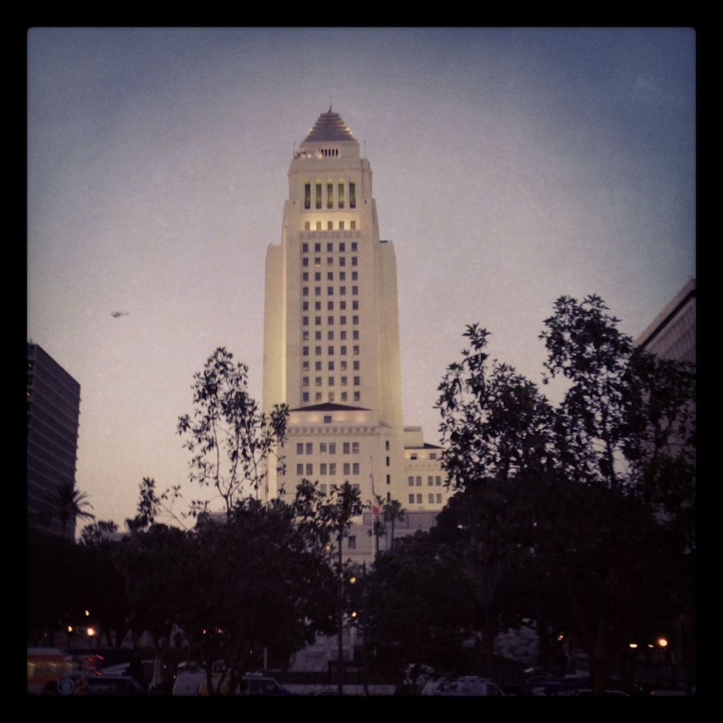 @villaraigosa Antonio Villaraigosa   View of City Hall at dusk. A gorgeous May evening in LA. #ILoveLA