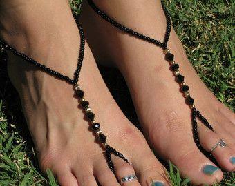 Pulsera de tobillo de negro y oro sandalias Descalzas, esclava tobillera, tanga de pie, con el anillo del dedo del pie
