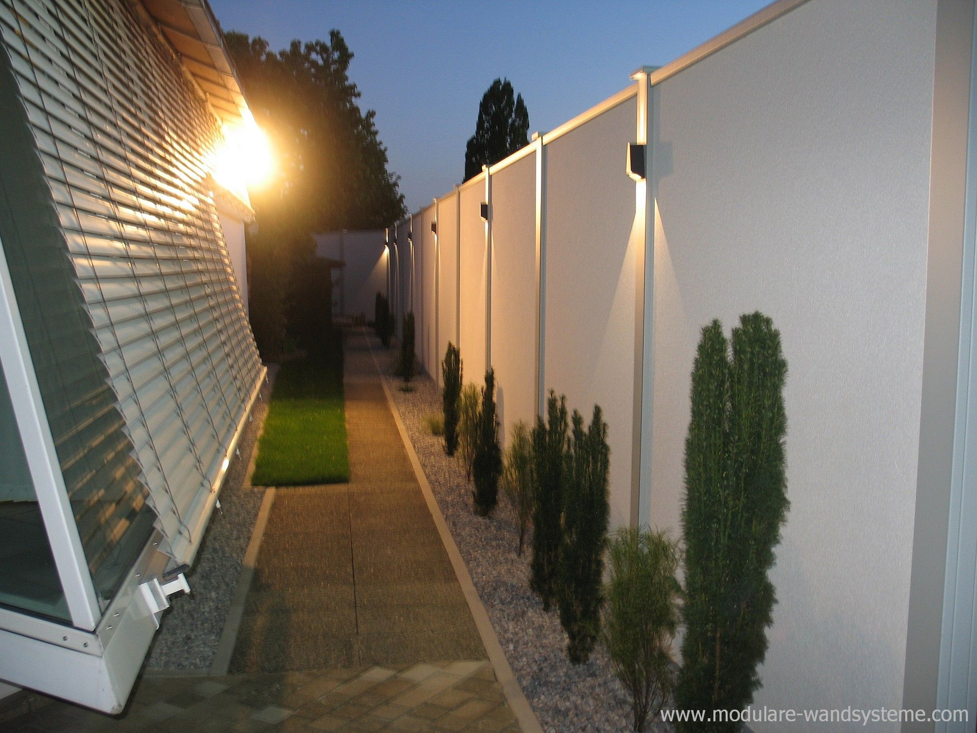 Modulare Wandsysteme Sichtschutz Larmschutz 270 Cm Hohe Mit Beleuchtung Modern Backyard Landscaping Home Garden Design Modern Backyard