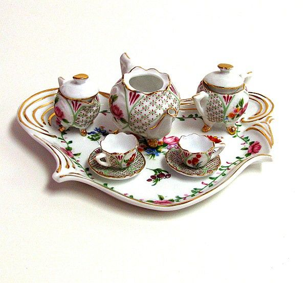 Awesome 8 Pieces Vintage Limoges Porcelain Miniature Tea Set