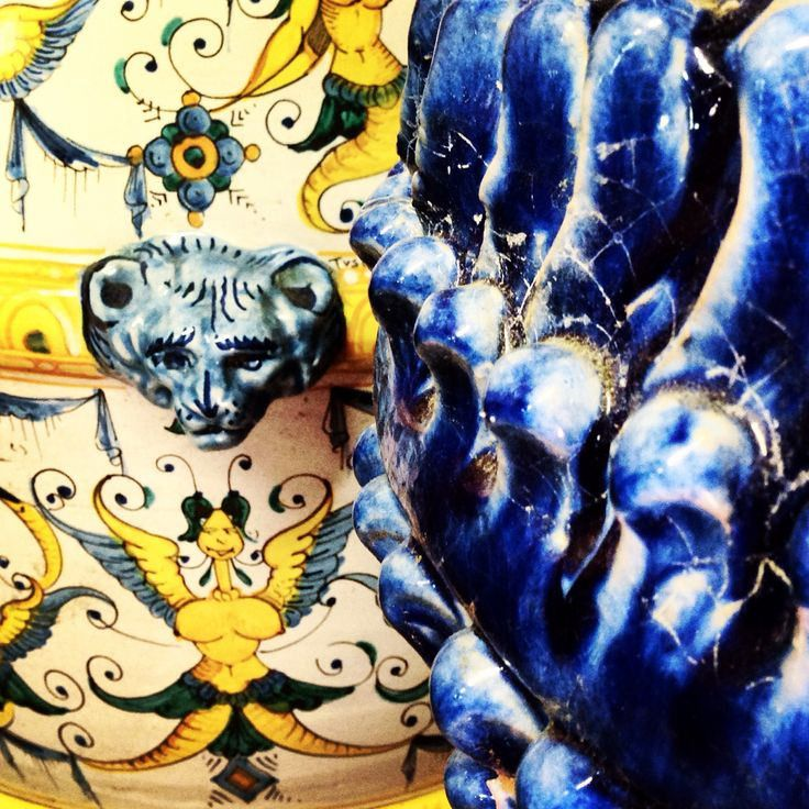 Visit Bonechi Imports online for authentic Italian majolica - Here is a detail of two of our Tuscan orci from Montelupo Fiorentino, one Tuscia and one ND Dolfi!