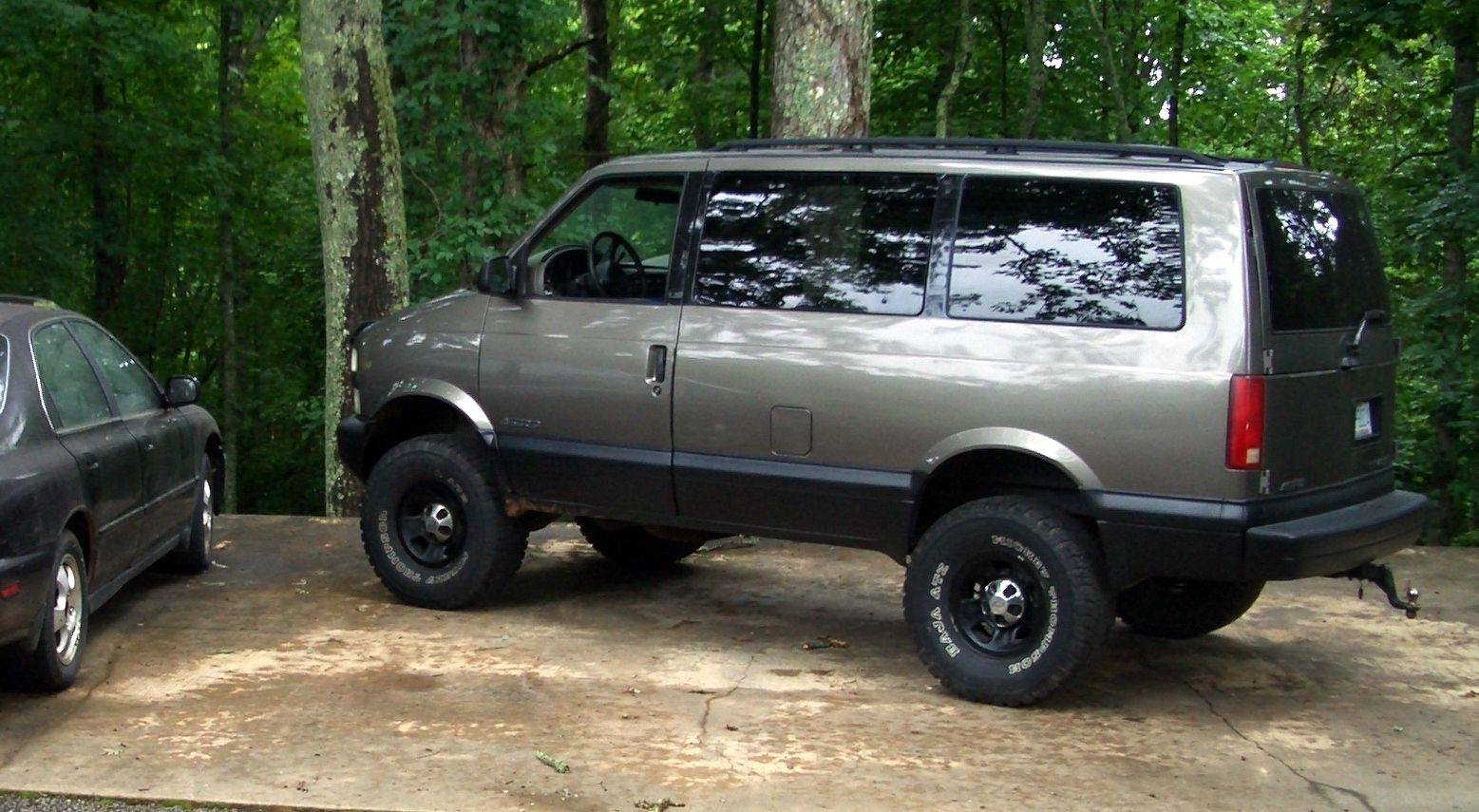 "My Chevy Astro with 6"" lift on 33""s 
