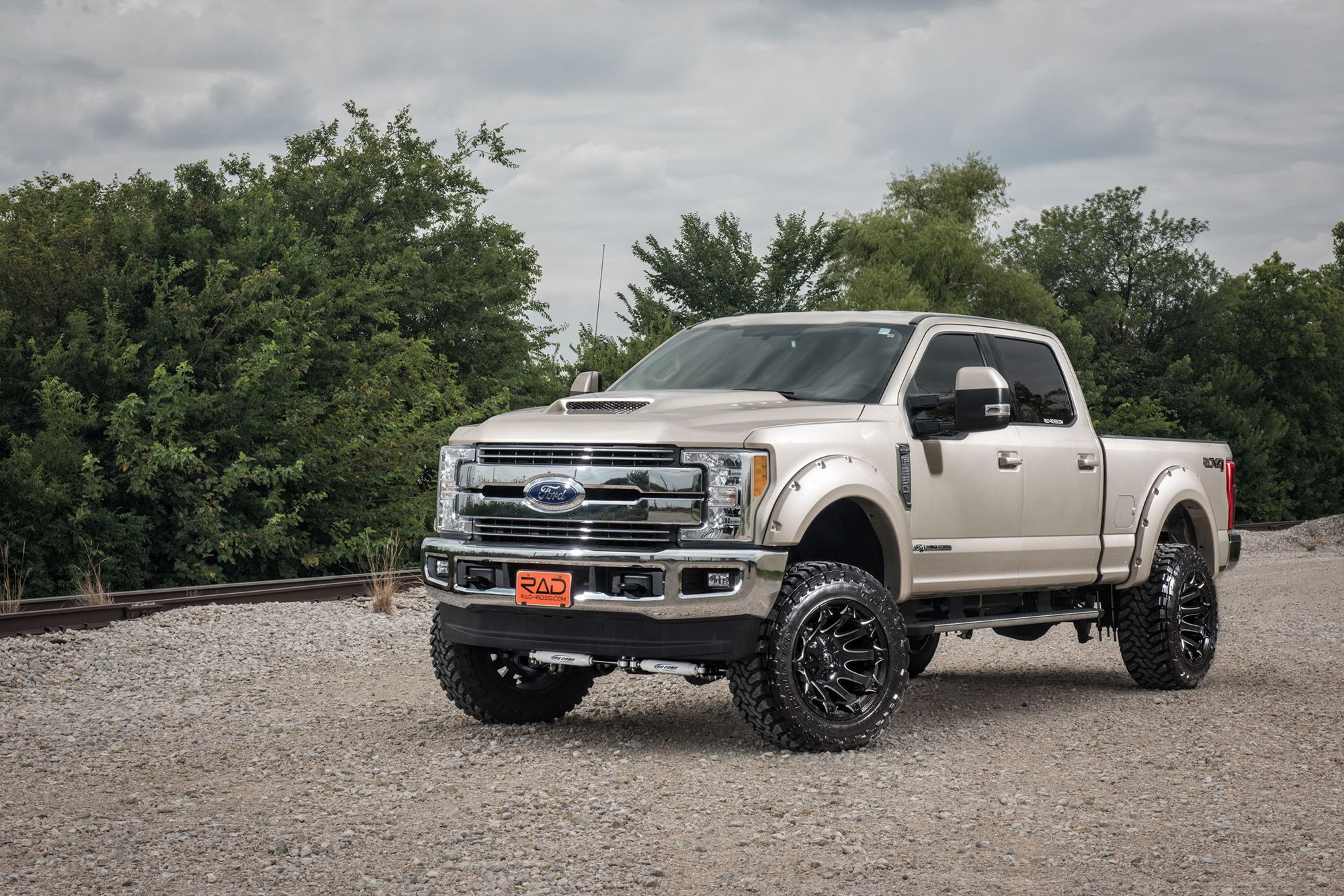 White Gold Metallic Lifted 4x4 2017 Ford F 250 Super Duty Lariat