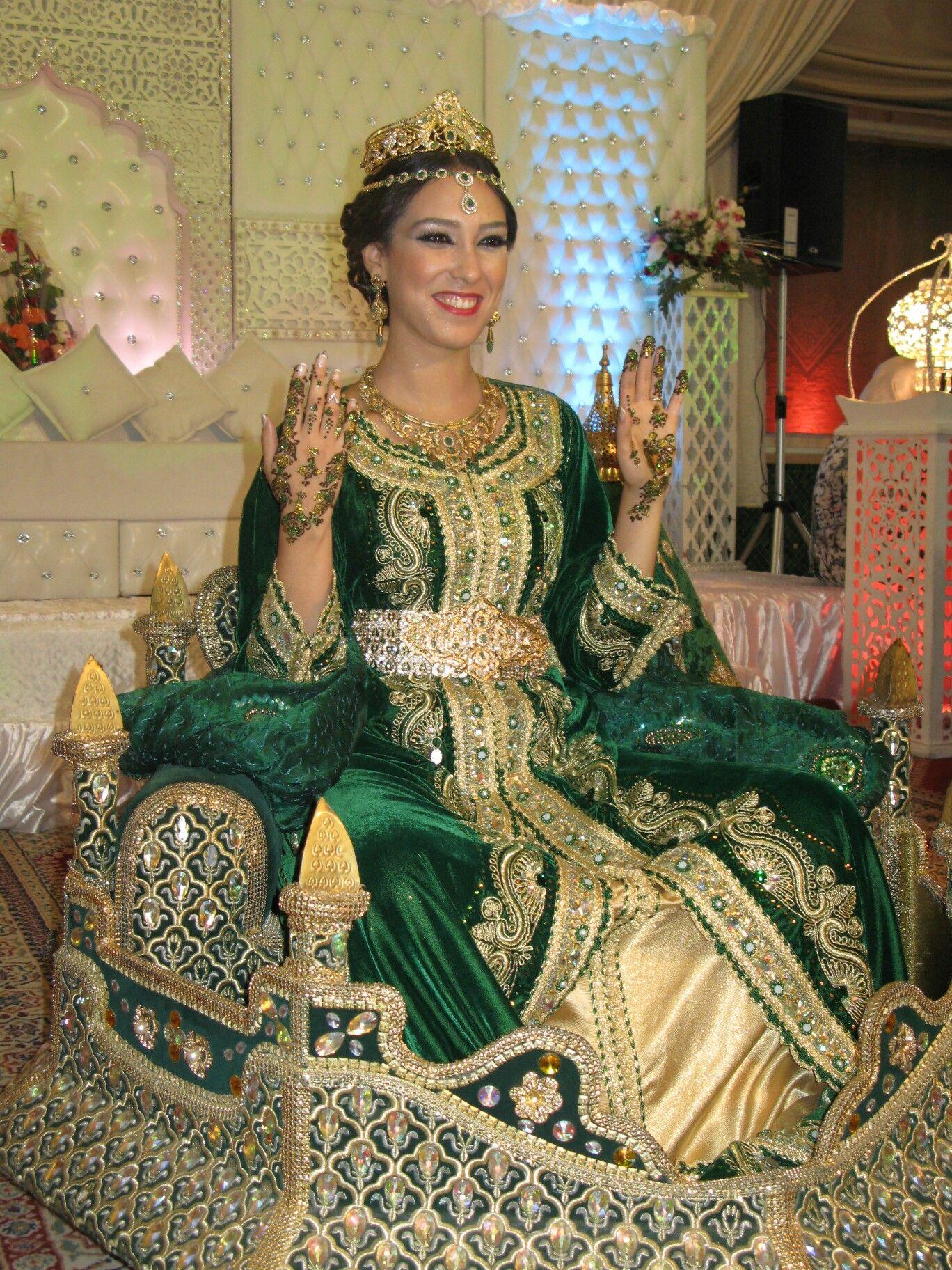 Morocco | Beautiful Arabian women on het wedding day ...