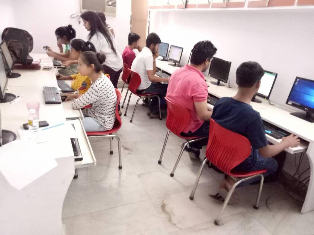 Best computer education, training Institute in Delhi for