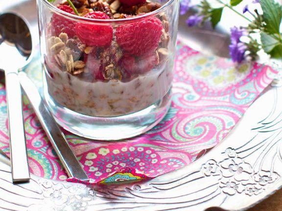 Selbstgemachtes Müsli mit Himbeeren ist ein Rezept mit frischen Zutaten aus der Kategorie Getreide. Probieren Sie dieses und weitere Rezepte von EAT SMARTER!
