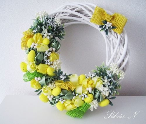 Veľkonočný veniec s ružami zo saténových stúh #veniec #velkanoc #handmade #rucnapraca #saten #ruze #jar #kvety