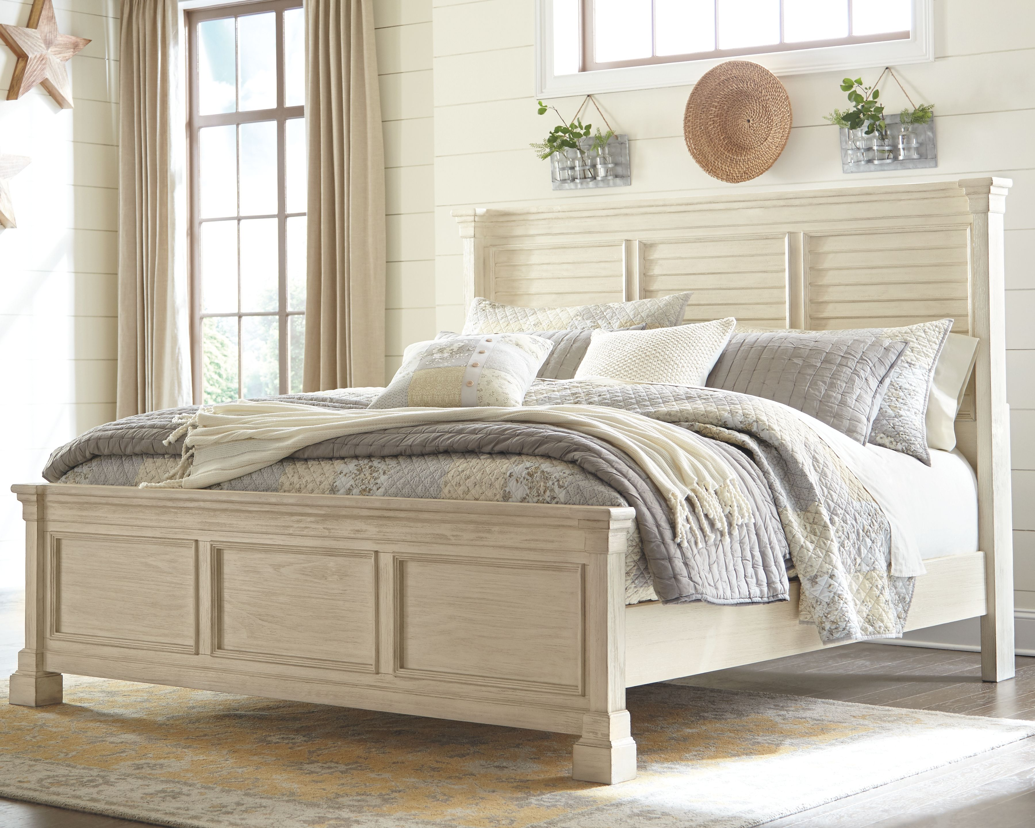 Best Bolanburg King Panel Bed Antique White In 2020 White Paneling Furniture Panel Bed 400 x 300