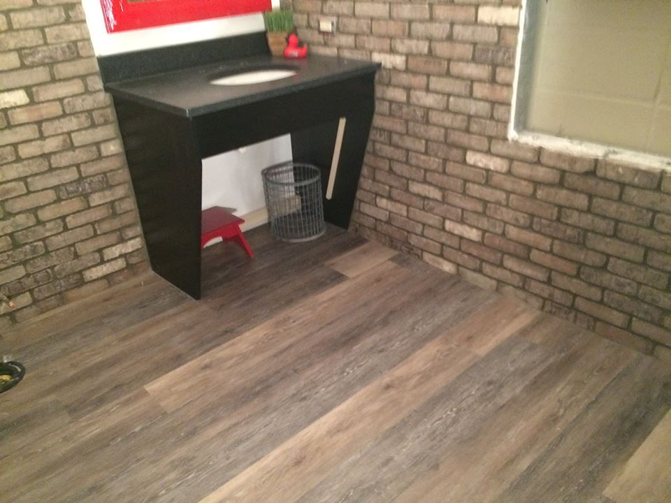 Real Life Look Of Hardwood But It S A Luxury Vinyl Plank