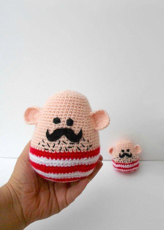 moustachus en maillot à rayures rouges   Amigurumis y boniteces ...