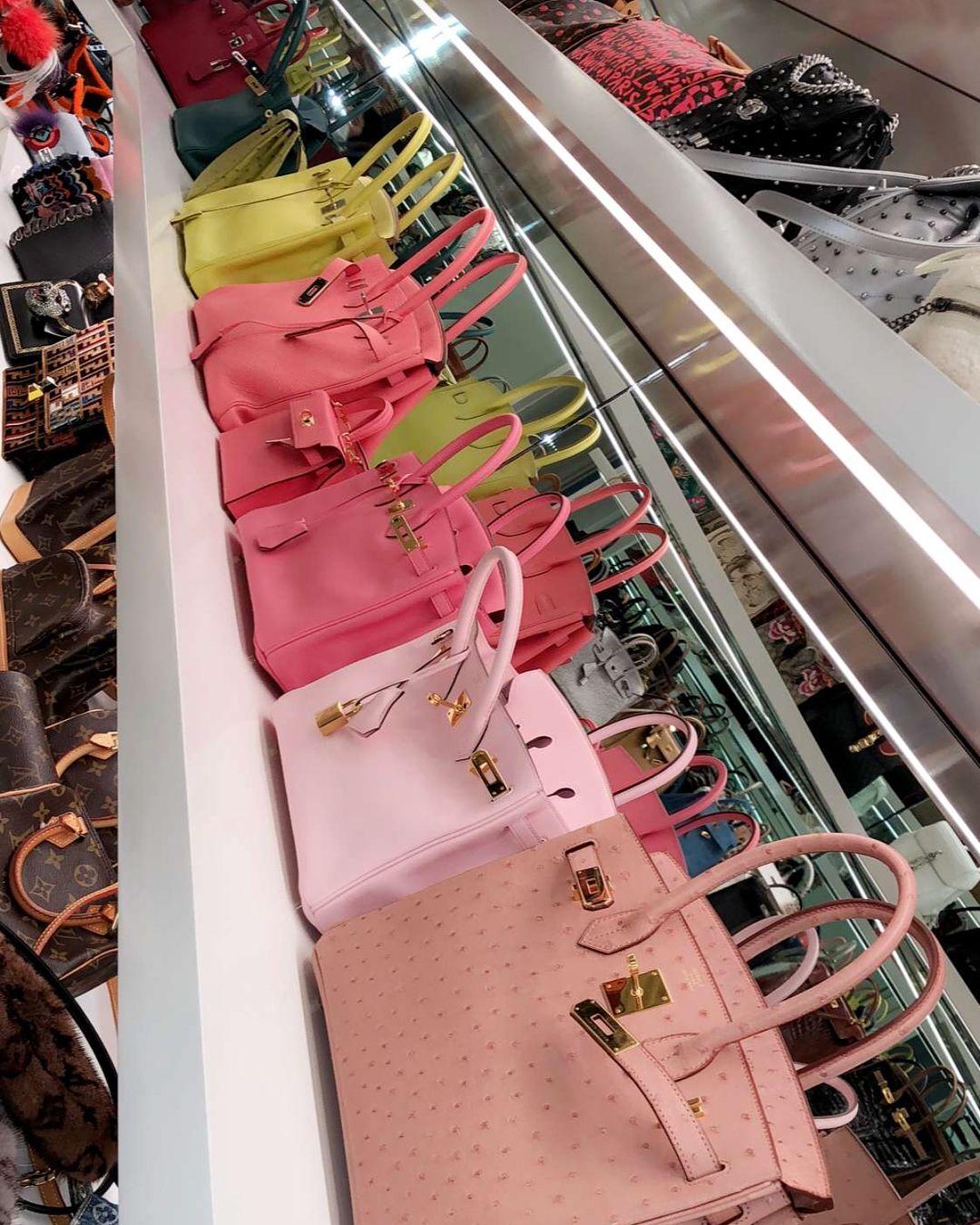 "19b5a5545 380 curtidas, 5 comentários - KYLIE JENNER HOUSE (@kyliejennerhouse) no  Instagram: ""Kylies Handbag & Purse Closet // Via Instagram#KylieJennerHouse  ..."